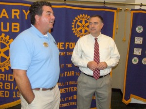 Jeff Manley happily provides additional information to Rotary Club member Billy Walker following his program Tuesday afternoon.